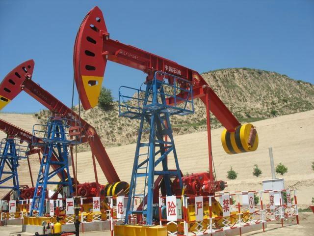 Petroleum_Equipment_Pump_Jack